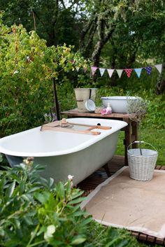 Vanligt badkar ute!