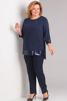 Kurta Designs Women, Blouse Designs, Curvy Outfits, Plus Size Outfits, Over 50 Womens Fashion, Plus Fashion, Casual Dresses, Fashion Dresses, Embroidery Suits Design