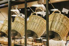 Bakery Shop Design, Retail Store Design, Street Food Market, How To Store Bread, Cafe Shop, Shop Interiors, Vintage Shops, Basket, House Design