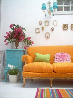 We love the shapes of the frames and use of wall space here and not to forget the colourful cushions on the couch. #ColourTherapy