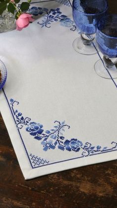 This Pin was discovered by Sök Just Cross Stitch, Cross Stitch Rose, Cross Stitch Borders, Cross Stitch Flowers, Cross Stitch Designs, Cross Stitching, Cross Stitch Embroidery, Embroidery Patterns, Cross Stitch Patterns