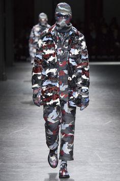 Moncler Gamme Bleu Fall 2016 Menswear Collection Photos - Vogue
