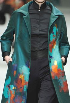 Just the jacket, not the weird priest outfit underneath Couture Details, Fashion Details, Fashion Design, Textiles, Dress For Success, Fashion Colours, Wearable Art, Everyday Fashion, Cool Outfits