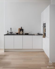 Love this minimalistic kitchen. New pictures for @blauinterior with @petterssonphoto Styling by me . . . #kitchenstyling #newwork #blau #newclient #stylingbyminnajones
