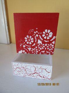 Caja craquelada y en la tapa pintada con brocha seca