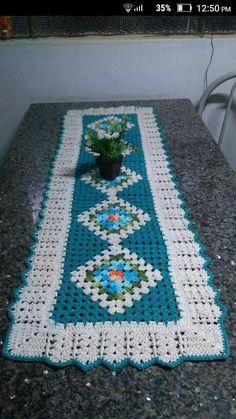Crochet Bedspread Pattern, Granny Square Crochet Pattern, Crochet Squares, Crochet Patterns, Crochet Placemats, Crochet Table Runner, Crochet Doilies, Diy Crafts Crochet, Crochet Projects