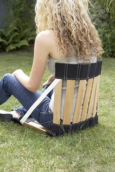 This portable chair is the perfect thing for lunch in the park, or outdoor concerts, picnics, the beach...