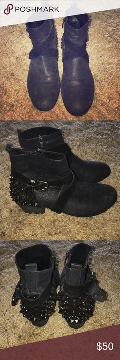 Vince Camuto Booties Comfortable fashion bootie. Great condition. Vince Camuto Shoes Ankle Boots & Booties