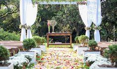Cerimonia ao ar livre. Visite: www.wilmadecoracoes.com.br