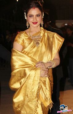 Rekha kannada hot actress sexy photos biography videos jayendra filmfare awards 2014 rekha always love her in the silk saree and south jewelry thecheapjerseys Images