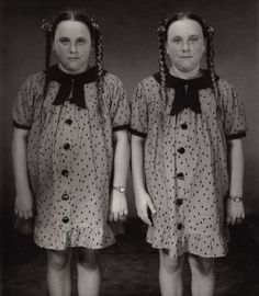 Couple of twins by Mary Ellen Mark, released 2003 #twins #doppelganger #gemelli - Carefully selected by GORGONIA www.gorgonia.it