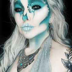 10 Spooky Makeup Looks for the Halloween Fanatic Halloween Kostüm, Halloween Face Makeup, Halloween Costumes, Halloween Skeletons, Vintage Halloween, Horror Make-up, Monster Makeup, Wet N Wild Beauty, Artistic Make Up