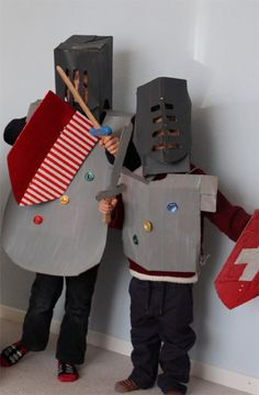 Weihnachts Recycling Gast Nummer Sarah im Ritterland (aus Weihnachtsverpackungsmaterial…) - Татьянин День Открытки Projects For Kids, Diy For Kids, Cool Kids, Castle Project, Knight Party, Knights Helmet, Book Week Costume, Dragon Party, Château Fort