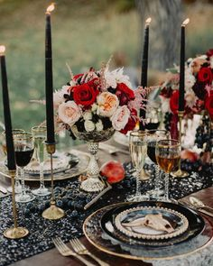 """""""Loving the edgy glam editorial we are sharing over #onGWS today with this #tablescape ❤️❤️ {link in our profile to see more} Big thanks to  photos:…"""""""