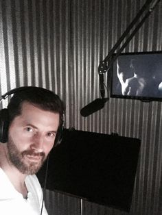 Richard Armitage ‏@RCArmitage  4h4 hours ago .@NBCHannibal @BryanFuller @neoprod @DeLaurentiisCo DVD commentary with Bryan in LA from my Sonic 'Anderson Shelter'