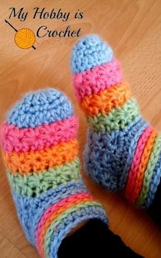 Keep those little feet warm this winter with this colorful DIY slippers tutorial! They also make a great holiday gift!