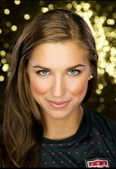 Alexandra Morgan Carrasco (Alex Morgan) World Class footballer, Olympic Gold medalist, and gorgeous woman in one. Unbelievable!