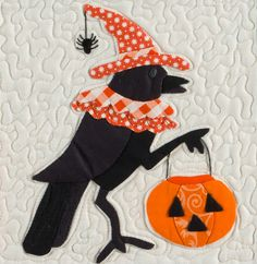 Crow with pumpkin, Midnight Potions quilt pattern, The Vintage Spool Halloween Quilts, Halloween Sewing, Halloween Fabric, Cute Halloween, Halloween Crafts, Halloween Decorations, Halloween 2020, Fall Applique, Applique Quilts
