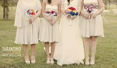 Foto di Tarantino Studio - Napoli. Sposa con damigelle foto concettuale . Matrimonio tema arcobaleno