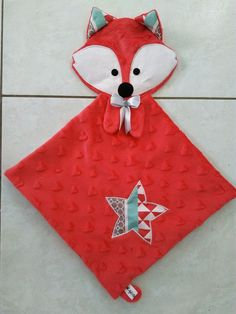 Doudou Carré tête Renard Tagada Fox Crafts, Baby Crafts, Baby Sewing Projects, Sewing For Kids, Operation Christmas Child Boxes, Fabric Toys, Baby Kind, Sewing Toys, Baby Decor