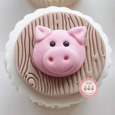 This Little Piglet 🐷 Cupcake Topper! Fondant Cupcakes, Pig Cupcakes, Berry Cupcakes, Fancy Cupcakes, Fondant Toppers, Cupcake Cookies, Happy Birthday Pig, Pig Birthday Cakes, Piggy Cake