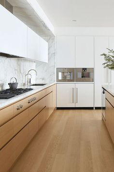 Kitchen Interior Design Kitchen Trends 2018 — Integrated Appliances - Looking to renovate your kitchen this year? We investigated biggest kitchen trends so you can make smart design decisions. Big Kitchen, Home Decor Kitchen, Kitchen Wood, Kitchen Ideas, Kitchen Colors, Scandinavian Kitchen Cabinets, Minimalist Kitchen Cabinets, Minimal Kitchen, Kitchen Decorations