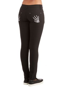 Hand Me Those Pants. Its no surprise that your friends are clamoring to be the first to borrow these black skinnies as soon as they see em! #black #modcloth