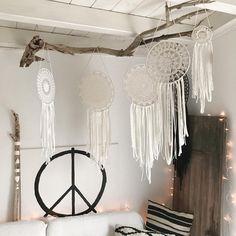 Endlich Wochenende und passend dazu gibt es ganz viele neue Traumfänger!! Den Link zu meinem Etsy Shop findet ihr in der Bio  Ich wünsche euch ein schönes Wochenende!! #happyweekend #weekend #boho #peace #hippie #boholiving #boheme #bohamian #instaliving #homedecor #interior #madewithlove #dreamcatcher #traumfänger #wallhanging