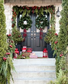 15 fun and festive Christmas porch decorating ideas! Come get inspired with these unique ideas. Everything from farmhouse to traditional and even colorful front porch christmas ideas! Front Door Christmas Decorations, Christmas Front Doors, Christmas Swags, Noel Christmas, Rustic Christmas, Holiday Decor, Homemade Christmas, Christmas Ideas, Outdoor Decorations