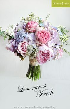 ¡Flor de boda para novias, damas de honor, novios, padrinos de boda y mucho más! Bridal Flowers, Flower Bouquet Wedding, Love Flowers, Beautiful Flowers, Purple Wedding, Floral Wedding, Dream Wedding, Diy Wedding, Wedding Ideas