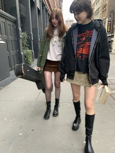 Cool Outfits, Fashion Outfits, Vintage Glam, Boyfriend Tee, Brandy Melville, Black Hoodie, What To Wear, Style Inspiration, My Style