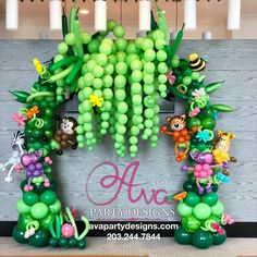 Animal, jungle, safari themed baby shower balloon arch with balloon tree and baby animals. Jungle Balloons, Baby Shower Balloons, Birthday Balloon Decorations, Birthday Balloons, Safari Party, Jungle Safari, Deco Ballon, Balloon Tree, Jungle Theme Birthday