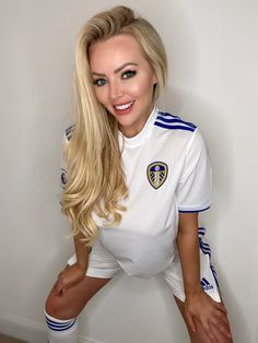 Hot Football Fans, Football Girls, Football Outfits, Soccer Fans, Leeds United Football, Leeds United Fc, Female Of The Species, Girl Gifs, Hot Blondes