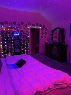 Neon Bedroom, Room Design Bedroom, Room Ideas Bedroom, Bedroom Inspo, Bedroom Inspiration, Indie Bedroom, Girl Bedroom Designs, Trendy Bedroom, Chill Room