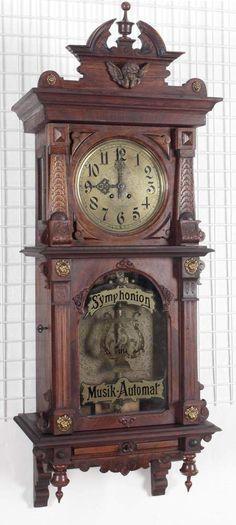 Wanduhr mit Symphonion Musik-Automat, deutsch um 1880-1900 schönes mahagonifurniertes Gründerzeitg