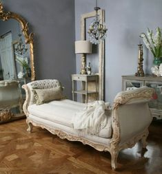 23 French Home Decor That Will Inspire You - Home Decoration Experts French Style Decor, French Home Decor, French Country Style, French Country Decorating, French Interior, European Home Decor, Country Style Homes, French Furniture, Antique Furniture