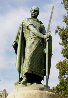 Estátua do Rei Afonso Henrique, primeiro rei de Portugal, no Castelo de São Jorge - Lisboa, Portugal
