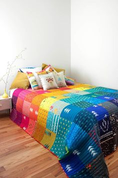 Patchwork, a PDF pattern, is a collection of quilts that celebrate effective color placement using a spectrum of color. Full images of six simple patchwork style quilts plus cutting instructions ar… Colchas Quilting, Machine Quilting, Quilting Projects, Quilting Designs, Sewing Projects, Modern Quilting, Patchwork Quilt Patterns, Scrappy Quilts, Simple Quilt Pattern
