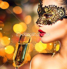 Mujer con copa de champán — Imagen de stock #59944011