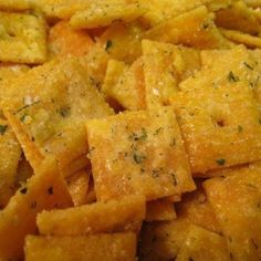 The Piggly-Wiggly. Culinary Adventures from a Kitchen in Cincinnati: Vicki's Ranch Cheese-It Crackers - Daily Good Pin Finger Food Appetizers, Appetizers For Party, Finger Foods, Appetizer Recipes, Snack Recipes, Yummy Recipes, Recipies, Appetizer Ideas, Dip Recipes