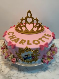 Tarta buttercream corona. Cupcakes, Desserts, Food, Fondant Cakes, Lolly Cake, Candy Stations, One Year Birthday, Corona, Tailgate Desserts