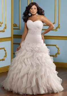 Wedding Gowns for Curvy Women | Find plus size bridal gowns and full figure wedding dresses at curvy ...