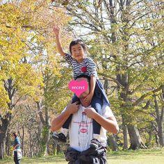 【mogcho】さんのInstagramをピンしています。 《🍂🍁 #紅葉狩り * #カメラ初心者#ママカメラ #olympusomdem10markii  #olympusomd #omd #OLYMPUS#オリンパス #オリンパス倶楽部#一眼 #カメラ好きな人と繋がりたい #写真好きな人と繋がりたい #子供#子供の写真#子供写真 #ミラーレス一眼#ミラーレス * #6歳#親バカ#親バカ部#肩車 #山#森#草原#紅葉#紅葉狩り》