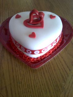 Valentines Cake. Gonna give it a go.