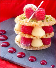 Mille feuille croustillant aux framboises - Perle en sucre - 10 of the best Italian pastries - Luca's Italy Appetizer Recipes, Dessert Recipes, Blog Patisserie, Italian Pastries, Individual Desserts, Choux Pastry, Beautiful Desserts, French Desserts, Pavlova