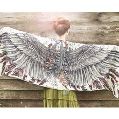 Such a gorgeous scarf// love the wing idea//