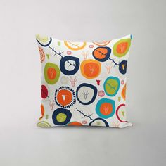 Lifestyle Online, Rooms, Shapes, Throw Pillows, Design, Bedrooms, Toss Pillows, Cushions
