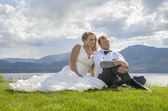 Few Tips for Choosing the Best Wedding Photographers. http://bit.ly/2fnApgV