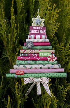 An adorable way to utilize remaining wrapping paper. Turn it into a wrapping paper tree!  ❤