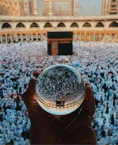 Beautiful Reflection Of Makkah. Muslim Images, Islamic Images, Islamic Pictures, Islamic Art, Islamic Quotes, Mecca Madinah, Mecca Masjid, Masjid Al Haram, Islamic Wallpaper Hd
